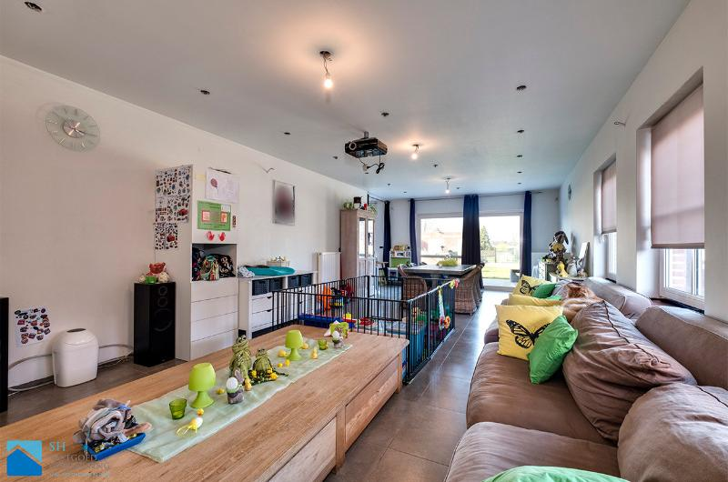 Jonge stijlvolle villa op 1260m²