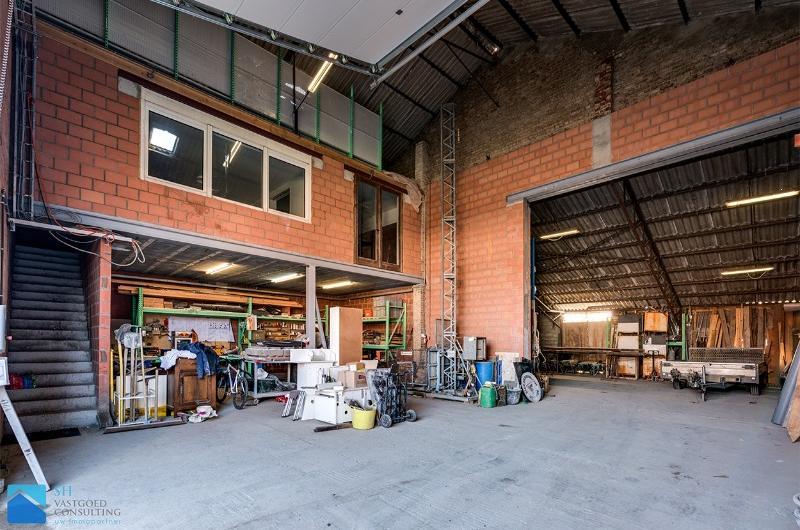 Gerenoveerd magazijn met woning in aanbouw