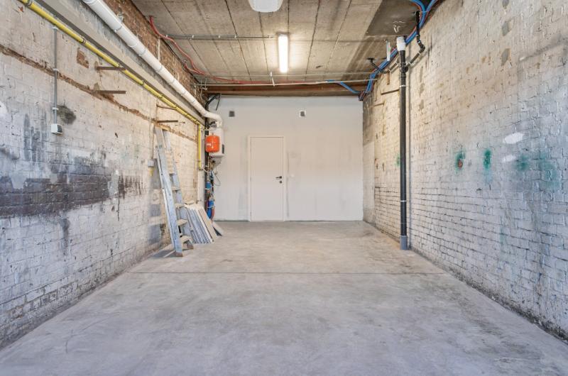 top gerenoveerde woning met ruim dakterras en garage