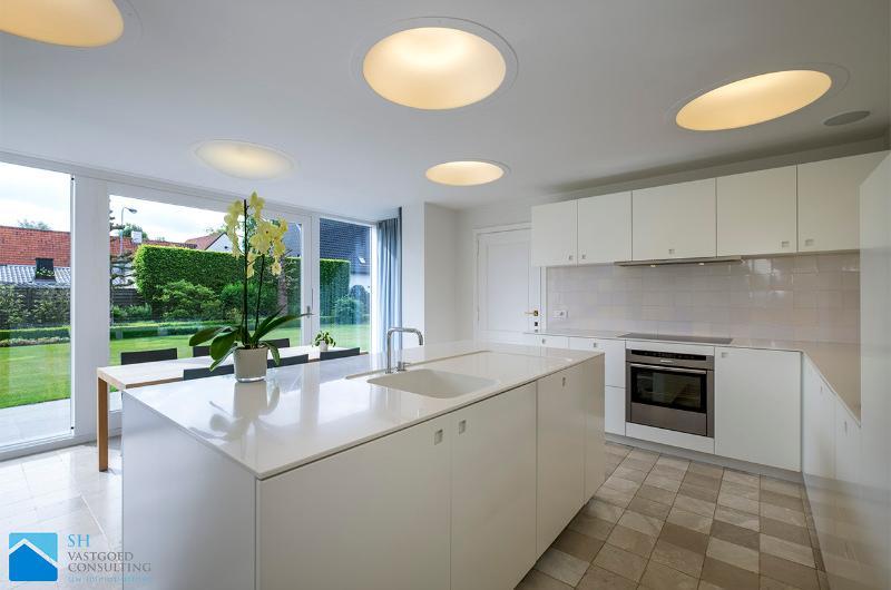 Tijdloze lichtrijke villa op ca 2200m²