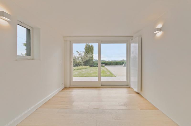 Landelijk gelegen gelijkvloerse villa op 1840m2 met weidse zichten!!