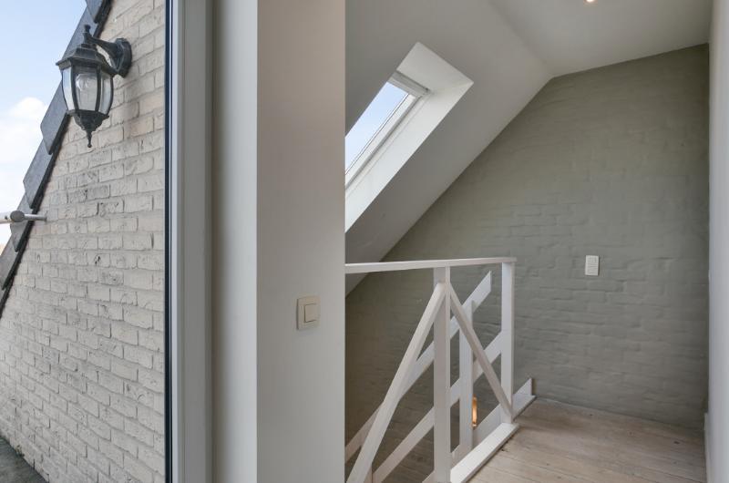 Lichtrijk warm duplex appartement met aangenaam terras en stijlvolle afwerking