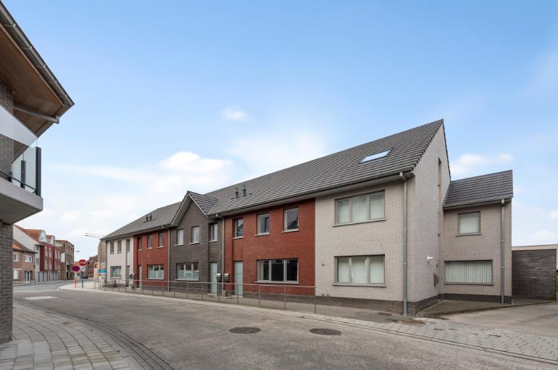 Topinvestering!! 5 recente ruime woningen met parking en centrale ligging