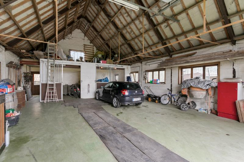 Landelijk gelegen villa met bijgebouw op 6170m2